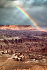 Sunbeams and Rainbow (Kirk Lougheed) Tags: canyonlands canyonlandsnationalpark coloradoplateau grandview grandviewpoint grandviewpointoverlook islandinthesky usa unitedstates utah landscape outdoor rainbow sky