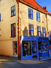 Whitby, North Yorkshire, UK (photphobia) Tags: whitby town coast yorkshire england uk europe oldtown oldwivestale outside outdoor buildings street streetphotos