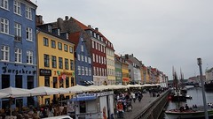 Bons baisers de Copenhague (Christian Chene Tahiti) Tags: samsung mobile téléphone s7e nyhavn copenhague danemark pier bateau boutique café extérieur ciel aison couleur coloré