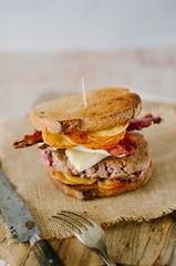 tartiflette burger (zesttangerine) Tags: burger tartiflette reblochon formage boeuf lard oignon recette