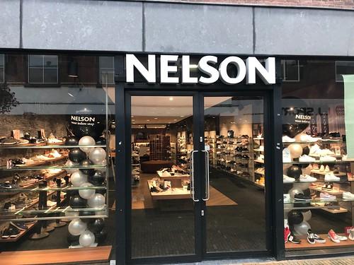 Ballonpilaar Breed Rond Bedrukt Opening Nelson Schoenen Wassenaar