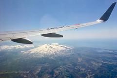 ボーイング737−800 Boeing737-800 (ELCAN KE-7A) Tags: 日本 japan 飛行機 airplane ボーイング boeing 737 b737 800 jal jl airlines 空 sky アップル アイフォーン apple iphone 2019 鳥海山 chokai