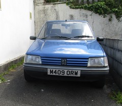 1995 Peugeot 205 1.6 Automatic (occama) Tags: m409orw 1995 peugeot 205 automatic blue old car cornwall uk french