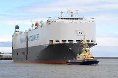 Hoegh Yokohama. Tyne 210519 (silvermop) Tags: ship boats ships sea carcarriers vehiclecarriers port river tyne roro hoeghyokohama