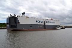 Hoegh Yokohama... Tyne 210519 (silvermop) Tags: ship boats ships sea carcarriers vehiclecarriers port river tyne roro hoeghyokohama