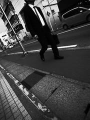 This walker isn't a nameless being. (U-ichiro1003) Tags: street snap ricoh gr digital iv 21mm gw2