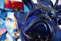 Chien et Chaplin (Olivier Simard Photographie) Tags: statue art chien charliechaplin peinture toile perspective bouledoguebleu résine sculpture marrakech maroc popart artmoderne animal