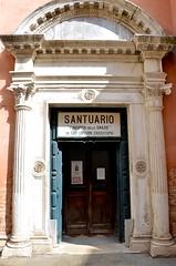 Chiesa di San Giovanni Grisostomo (Joe Shlabotnik) Tags: sign church chiesa 2019 italia april2019 venezia venice italy afsdxvrzoomnikkor18105mmf3556ged