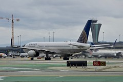 United Airlines 1994 Boeing 757-200 N57111 c/n 27301 departing San Francisco Airport 2019. (17crossfeed) Tags: sfo boeing 757 757222 n57111 27301 sanfranciscoairport airport aviation aircraft airplane 17crossfeed claytoneddy 787 777 777200 deltaairlines americanairlines sfoov landing takeoff tower taxi