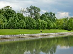 P2700578 (jeanchristophelenglet) Tags: cergyfranceaxemajeur nature natureza paysage landscape paisagem arbre tree arvore personne person pessoa bassin pond piscina