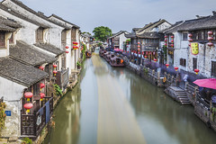 20190521_F0001: Seven-mile Shantang (wfxue) Tags: suzhou china shantang street canal waterway water boats trees house decoration people busy shops longexposure