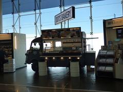 Barcelona Airport - Dots Bakery (ell brown) Tags: barcelona catalonia catalunya spain españa barcelona–elpratjoseptarradellasairport barcelonaairport barcelonaelpratairport bcn aena aeropuertodebarcelona dotsbakery citroënhvan citroën