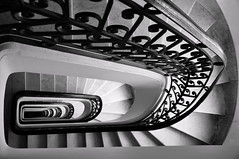 A stairway to hell (AlexJ (aalj26)) Tags: aalj26 alexj buenos aires argentina alexanderaljorge buenosaires palacio barolo edificio preto e branco black white pb bw escada stairs