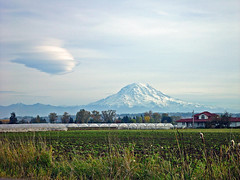 Lenticular Forming (arlinescottphotography.com) Tags: arlinescottphotography mount rainier mountain lenticular cloud puyallup river valley city tacoma cascade range washington state view pierce county