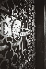 Ricoh R1 Sunnyside Mausoleum 5 (▓▓▒▒░░) Tags: ricoh r1 compact point shoot bw black white monochrome wide angle japan analog mechanical design style classic vintage retro antique 35mm film camera la los angeles lbc longbeach sunnyside forest lawn mausoleum cemetery grave statue pendulum tiles history architecture
