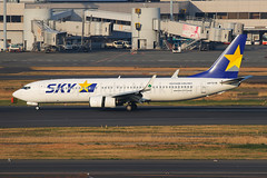 Skymark Boeing 737-86N JA737R (Mark Harris photography) Tags: spotting hnd canon 5d plane boeing aviation