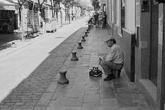 Shoe shiner sleeping. (ralcains) Tags: españa spain sevilla seville siviglia andalousia andalucia andalusia analogue analogica argentica argentique blackwhite blancoynegro bw blackandwhite monochrome monochromatic monocromo monocromatico telemetrica rangefinder ngc greyscale calle fotografiadecalle street streetphotography leica leicam6 m6 kodak trix d76