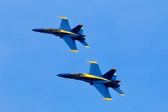 Tandem Flying (Piedmont Fossil) Tags: annapolis maryland blueangels aircraft navy jet fighter airplane plane f18 hornet airshow naval academy commissioningweek