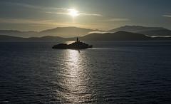 Sonnenaufgang (Aeschbacher Hilde) Tags: 110519 inselperisteres leuchtturm ionischesmeer albanischeküste strasevonkorfu sonnenaufgang pentaxart pentaxk1