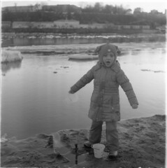 Scan-190521-0001 (Oleg Green (lost)) Tags: floatingofice vyatka russiaprovince river family kids tlr 120film seagull4a103 ilfordxpii rodinal people