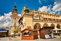 Plaza del Mercado, Cracovia (Miguel Mora Hdez.) Tags: cracovia krakow polonia poland edificio build arquitectura cielo sky nubes clouds