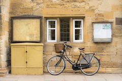 Waiting Pashley (toniertl) Tags: chippingcampden cold cotswolds overcast spring toniphotoxoncouk bike bicycle vintage classic basket bell yellow orange map noticeboard junctionbox window stonewall parked left