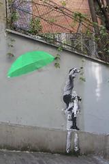 Le Mouvement_5917 rue André Antoine Paris 18 (meuh1246) Tags: streetart paris lemouvement rueandréantoine paris18 buttemontmartre parapluie