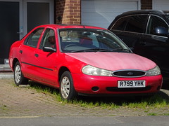 1997 Ford Mondeo 1.8 LX 16v (Neil's classics) Tags: vehicle 1997 ford mondeo 18 lx 16v abandoned car