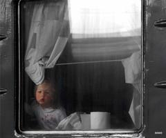 Не хочу я к бабушке.. (bezkaski1) Tags: train girl railway carriage window station platform spring heat coupe dnieper ukraine дніпро вокзал вагон купе окно девочка