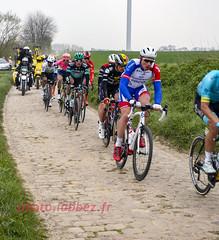 le Paris Roubaix sur les pavés (louis.labbez) Tags: saintpython nord france parisroubaix pavé course race cyclisme cycliste coureur chemin route cycle labbez poussière dust sport échappée