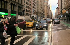 Up your nose! (Robert Saucier) Tags: newyorkcity newyork nyc manhattan rue street pavement autos cars personnes piétons people pedestrian pluie rain building architecture img3651