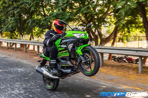 Kawasaki-Ninja-400-19