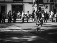 La Niñez. (The Childhood) (Capuchinox) Tags: calle street sevilla seville gente people niño child olympus blancoynegro bw