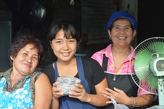 food shop ladies with blessing bowl (the foreign photographer - ฝรั่งถ่) Tags: three ladies food shop workers phahoyolthin road bangkhen bangkok thailand nikon d3200