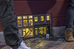 Entdeckt in Malmö - discovered in Malmö - upptäckt i Malmö (Köömbroder) Tags: malmö schweden sweden sverige street art kunst strase schuhe beine miniatur haus stube puppenhaus klein licht light house hus dollhouse sel50f18 sonyalpha6000 mood stimmung
