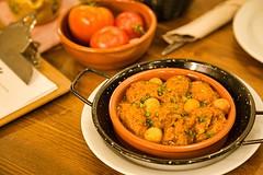 Albóndigas Salsa Almendras (brujulea) Tags: brujulea restaurantes bares barcelona cal trapella cuina mercat albondigas salsa almendras