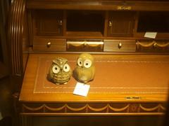 Owlites (Riccardo Mori) Tags: olympus e420 table shadow shopstore mf valencia