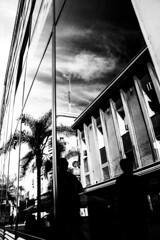 Reflejo en ciudad vieja (marfotos_) Tags: reflejos blancoynegro ciudadvieja montevideo uruguay blackandwhite
