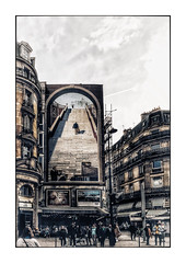 En montant les escaliers (Jean-Louis DUMAS) Tags: paris place square people arbre tree street life hdr streetlife voyage travel trip personne