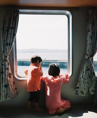 Ferry to Kakeroma Island (Yuki Ishikawa Photography) Tags: plaubelmakina670 6x7 backling siblings ferry kakeroma 加計呂麻島 奄美大島 マキナ670 中判カメラ フィルムカメラ 兄弟