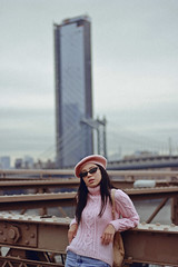 Brooklyn Bridge (TheJennire) Tags: photography fotografia foto photo canon camera camara colours colores cores light luz young tumblr indie teen adolescentcontent people portrait pastelcolors 2018 50mm brooklynbridge nyc newyork ny usa eua unitedstates beret sunglasses fashion ootd outfit