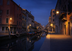 Venetian paths 158(San Barnaba) (Maurizio Fecchio) Tags: venice venezia italy italia morning sunrise city cityscape architecture bridge longexposure nopeople reflections boats tranquility street lights tranquil outdoors haidafilters