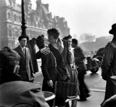 Robert Doisneau - Across the century (puntozerofm) Tags: baiser mairie couple baiserdelhoteldeville amour embrasser passant scènederue amoureux paris france