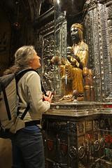 Pilgrim praying to the virgin (vimets ) Tags: monastirdemontserrat montserrat monasterio virgen moreneta virgin virgennegra verge