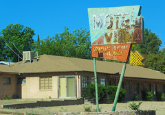 Motel Villa (1 of 2) (jimsawthat) Tags: smalltown midlandcity arizona motel vintagemotel rust metalsign vintagesign neon arrow