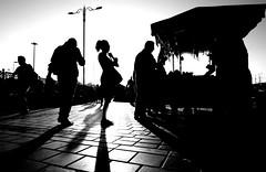 spi_505 (la_imagen) Tags: türkei turkey türkiye turquía istanbul istanbullovers eminönü kontrast contrast aykırılık sw bw blackandwhite siyahbeyaz monochrome street streetandsituation sokak streetlife streetphotography strasenfotografieistkeinverbrechen menschen people insan streetfood streetvendor