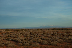 Thru the Windshield (travelkaefer) Tags: blanding landschaft myroadtripamerica utah verdure us vereinigtestaaten sanjuancounty ut 20s 2010 usa blur mk2 5d mountains landscape fence sky blue spring highway