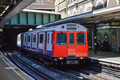 7525, Sloane Square (JH Stokes) Tags: sloanesquare london londonunderground tube zone1 trains trainspotting tracks transport railways photography districtline