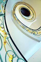 Wendeltreppe im Jugenstil - Art Nouveau spiral staircase (cammino5) Tags: jugendstil wendeltreppe berlin hackeschehöfe rosenthalerstr36 april 2019 architektur deutschland artnouveau
