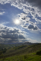 Sun & clouds (hbothmann) Tags: sangimignano loxia2821 hendrickbothmann toskana toscana tuscany gegenlicht contrejour controluce clouds wolken toskanalandschaft landscape landschaft landscapetuscany paesaggio